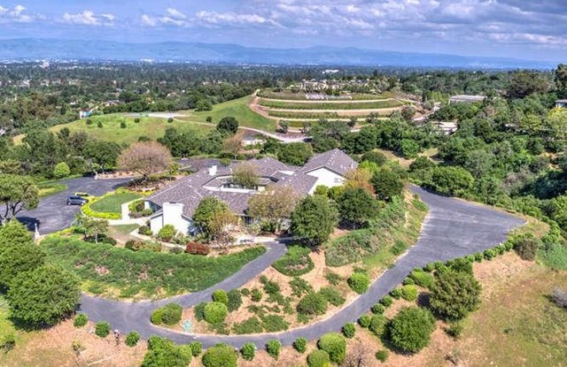 Off Market | 26000 Westwind Way Los Altos Hills, CA 94022 2