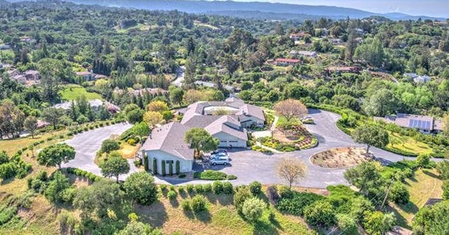Off Market | 26000 Westwind Way Los Altos Hills, CA 94022 3