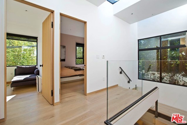Active   533 NORWICH Drive West Hollywood, CA 90048 15