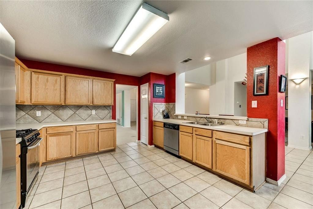Sold Property | 421 Charming Avenue Cedar Hill, Texas 75104 7