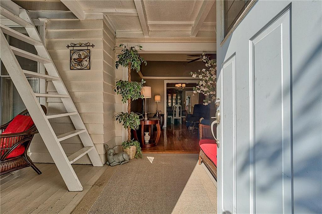 Sold Property | 809 S Montreal Avenue Dallas, Texas 75208 4
