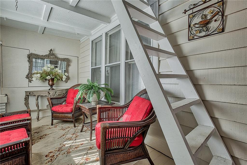 Sold Property | 809 S Montreal Avenue Dallas, Texas 75208 5