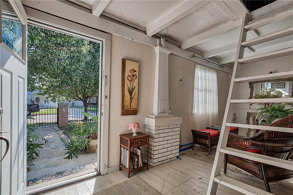 Sold Property | 809 S Montreal Avenue Dallas, Texas 75208 6