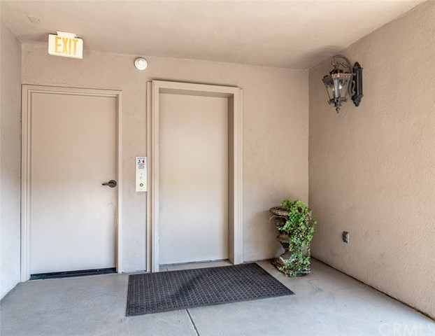 Closed | 439 N Doheny Drive #302 Beverly Hills, CA 90210 77