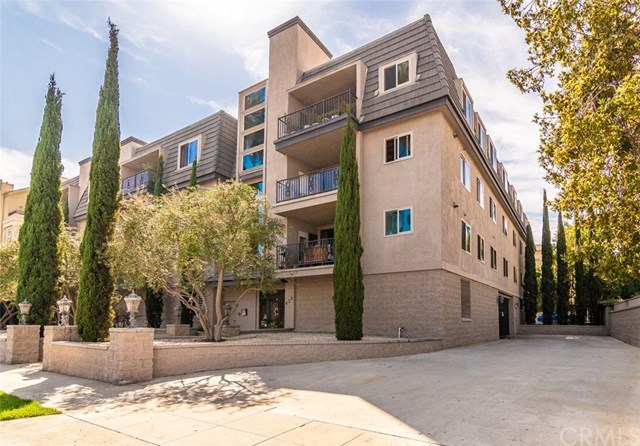 Closed | 439 N Doheny Drive #302 Beverly Hills, CA 90210 89
