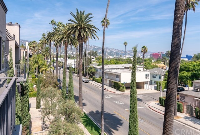 Closed | 439 N Doheny Drive #302 Beverly Hills, CA 90210 4