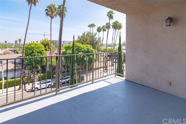 Closed | 439 N Doheny Drive #302 Beverly Hills, CA 90210 7