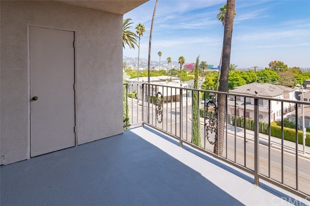 Closed | 439 N Doheny Drive #302 Beverly Hills, CA 90210 9