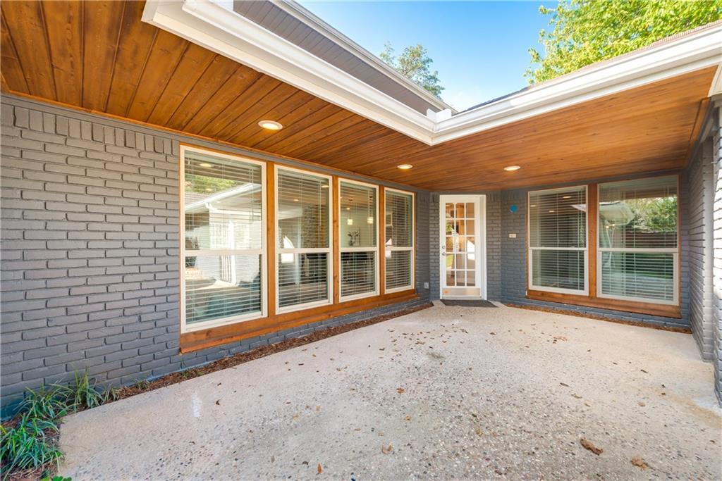 Housed Real Estate + Relocation  | 6907 Stefani  Drive Dallas, TX 75225 34