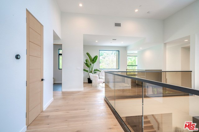 Closed | 2675 ASTRAL  Drive Los Angeles, CA 90046 18