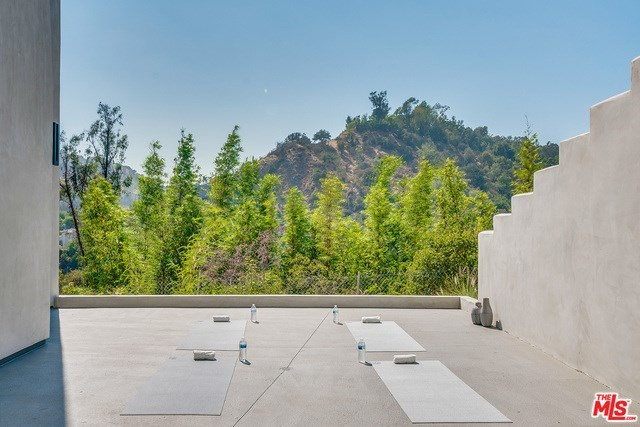 Closed | 2675 ASTRAL  Drive Los Angeles, CA 90046 31