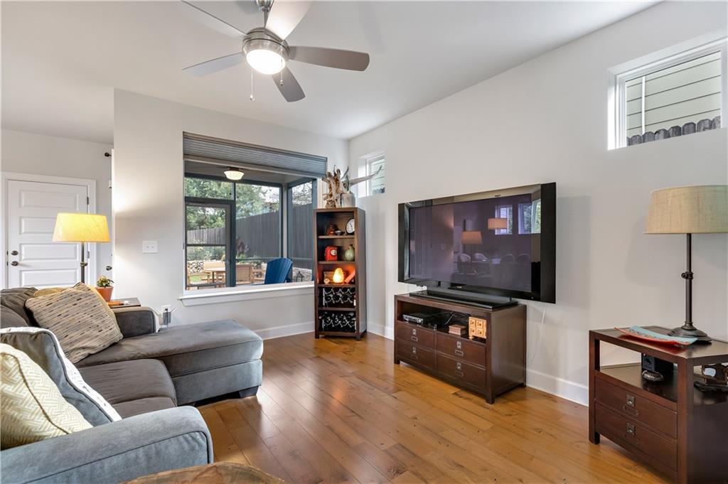 Sold Property | 2510 E 17th ST Austin, TX 78702 10