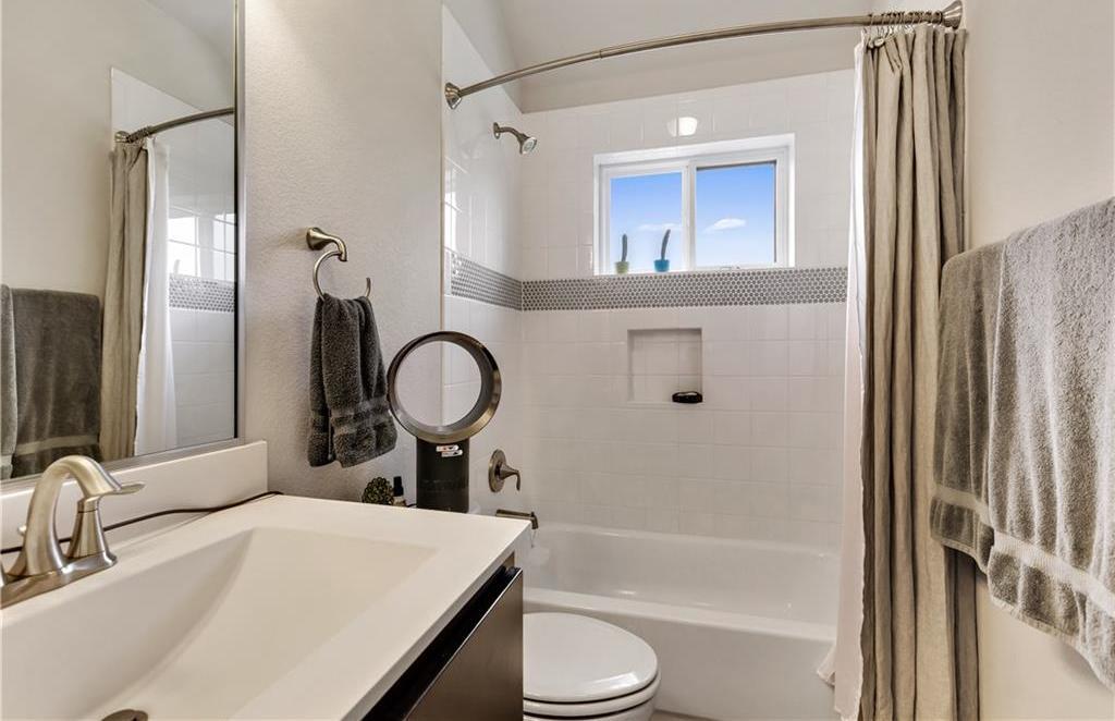 Sold Property | 2510 E 17th ST Austin, TX 78702 23