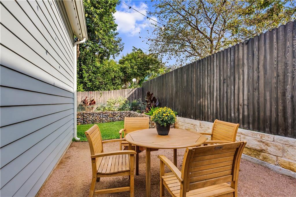 Sold Property | 2510 E 17th ST Austin, TX 78702 26