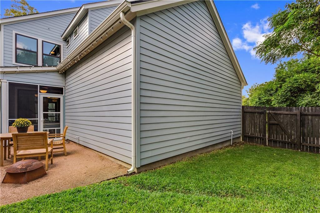 Sold Property | 2510 E 17th ST Austin, TX 78702 27
