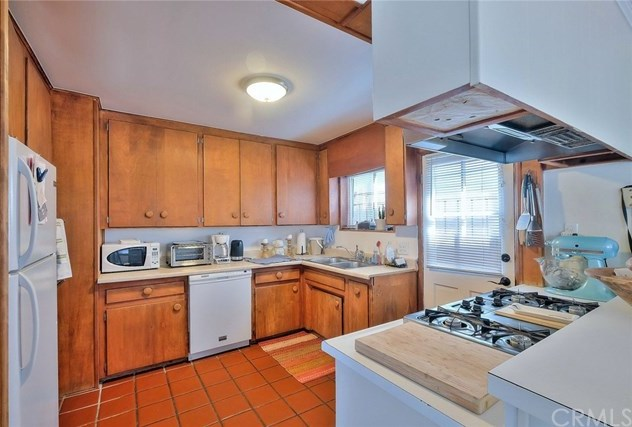 Off Market | 127 16th Street Manhattan Beach, CA 90266 14