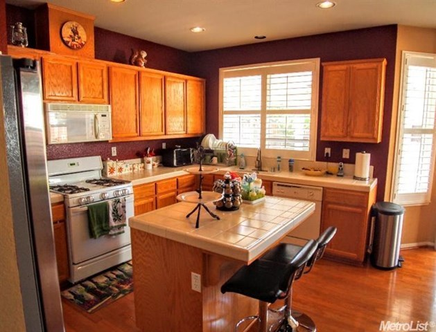 Pending | 725 Manitoba Court Tracy, CA 95304 2