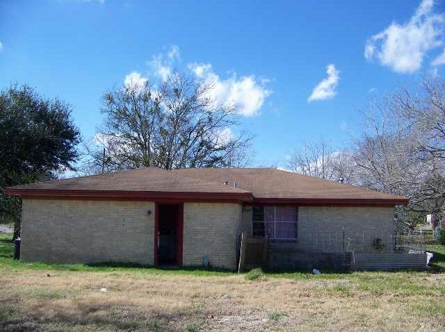 Sold Property | 305 E Saint Charles ST Other, TX 78962 1