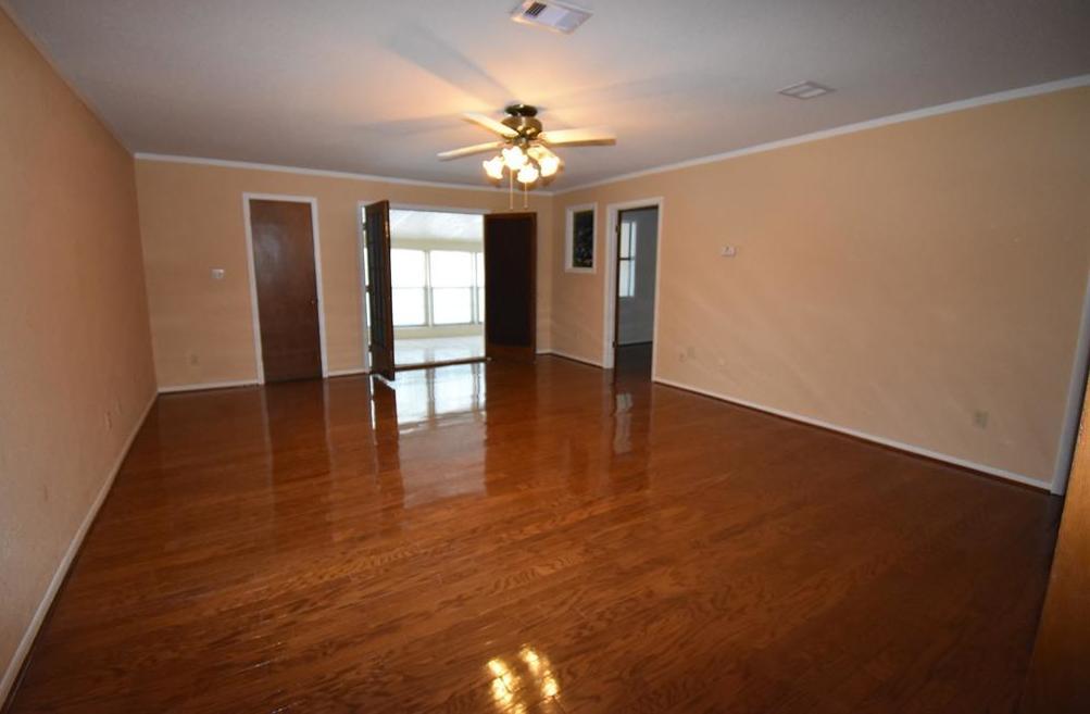 Active | 3201 Sycamore Avenue Bay City, Texas 77414 12