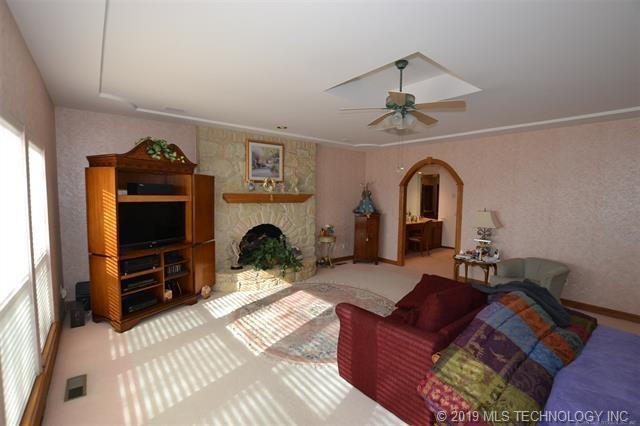 Luxury homes in Catoosa, Oklahoma   820 Lynn Lane Road Catoosa, Oklahoma 74015 12