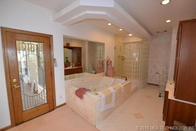 Luxury homes in Catoosa, Oklahoma   820 Lynn Lane Road Catoosa, Oklahoma 74015 13