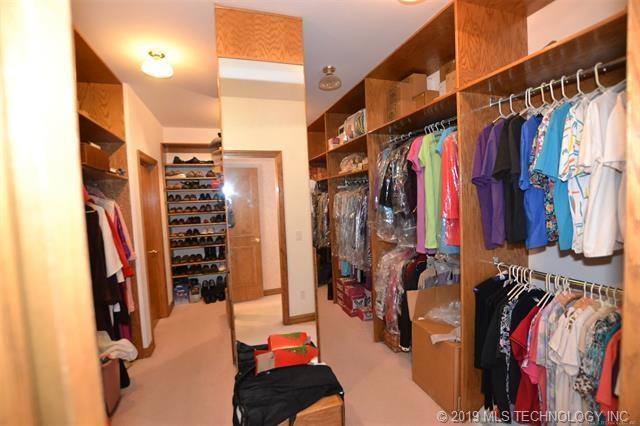 Luxury homes in Catoosa, Oklahoma   820 Lynn Lane Road Catoosa, Oklahoma 74015 14