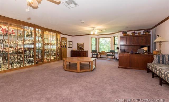 Luxury homes in Catoosa, Oklahoma   820 Lynn Lane Road Catoosa, Oklahoma 74015 24
