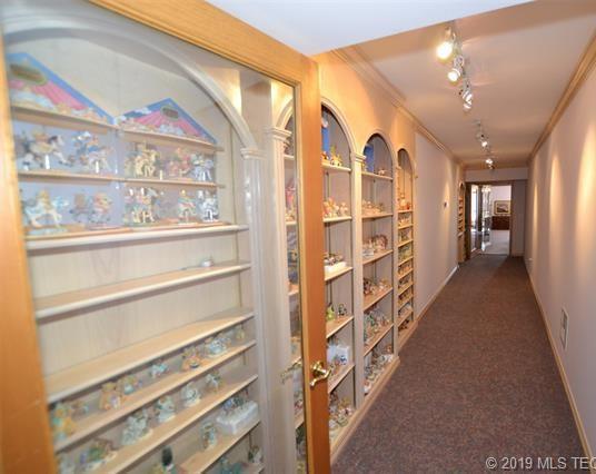 Luxury homes in Catoosa, Oklahoma   820 Lynn Lane Road Catoosa, Oklahoma 74015 25