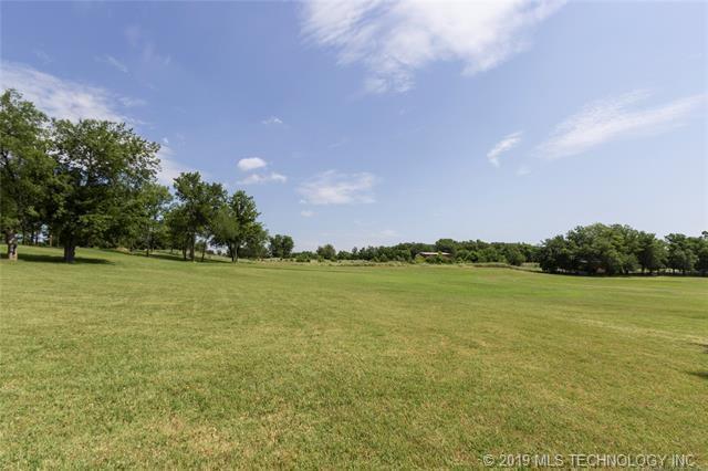 Luxury homes in Catoosa, Oklahoma   820 Lynn Lane Road Catoosa, Oklahoma 74015 37