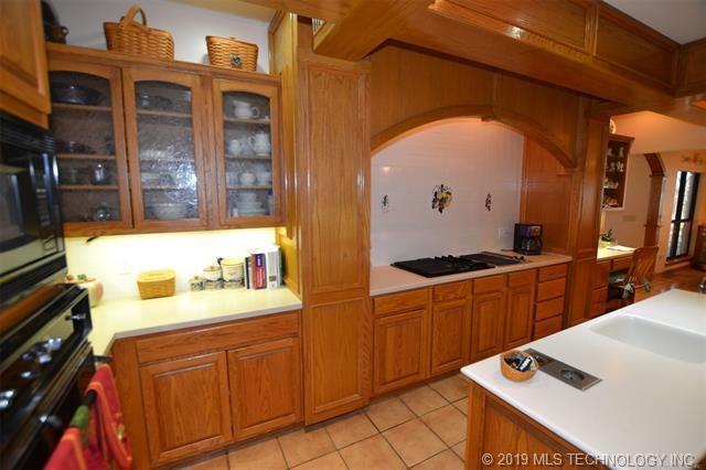Luxury homes in Catoosa, Oklahoma   820 Lynn Lane Road Catoosa, Oklahoma 74015 8