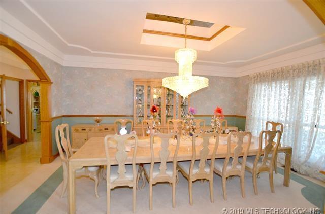 Luxury homes in Catoosa, Oklahoma   820 Lynn Lane Road Catoosa, Oklahoma 74015 9