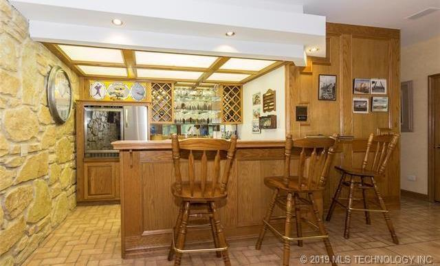 Luxury homes in Catoosa, Oklahoma   820 Lynn Lane Road Catoosa, Oklahoma 74015 11