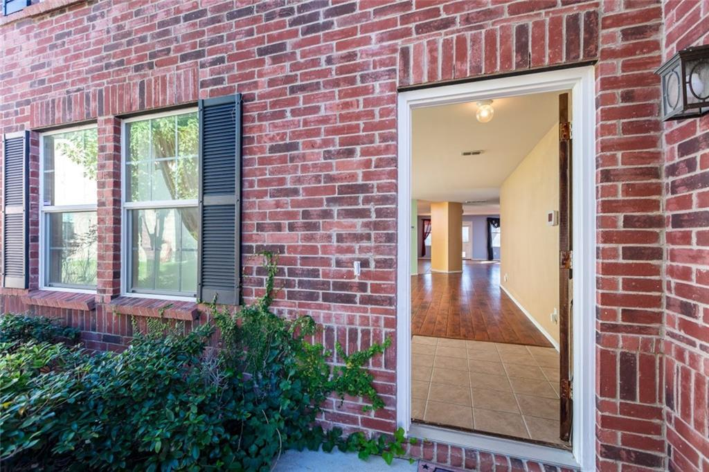 Sold Property | 811 Lazy Bayou Drive Arlington, Texas 76002 3