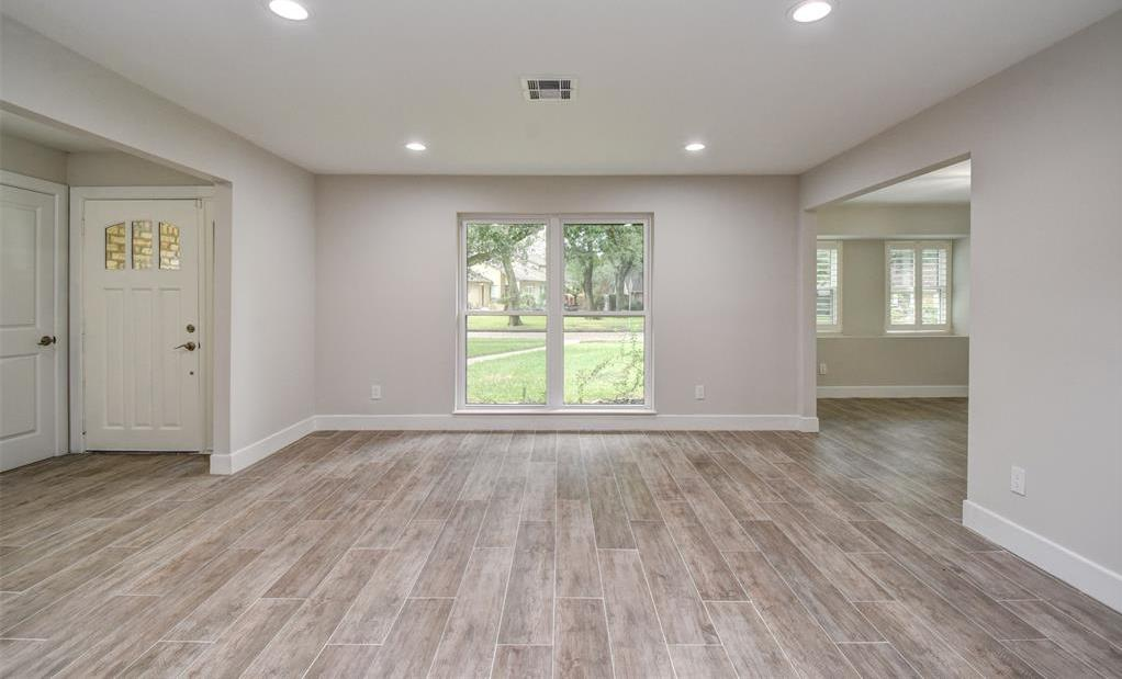 Active | 5914 Lattimer Drive Houston, Texas 77035 4