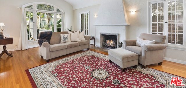 Active   226 N WETHERLY Drive Beverly Hills, CA 90211 4