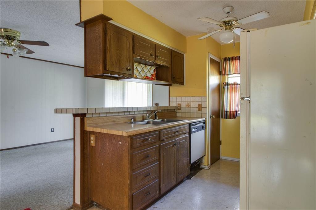 Sold Property | 1218 Usher Street Benbrook, Texas 76126 9