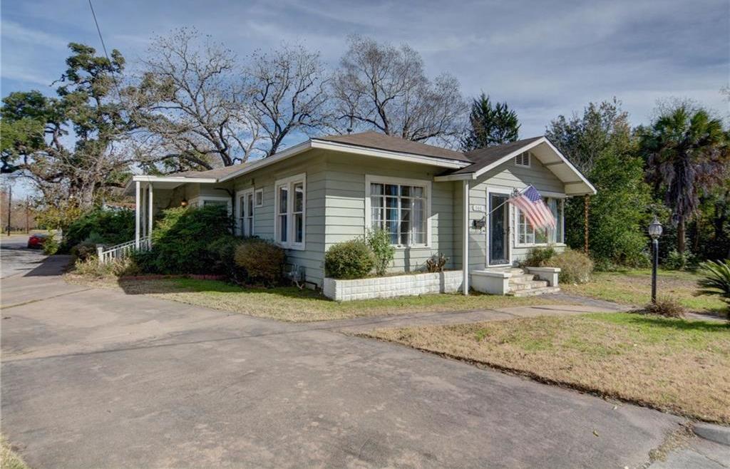 Home for sale La Grange, Fayette County for Sale, Historic Home for Sale, Built in 1929 | 360 N Jackson Street La Grange, TX 78945 3