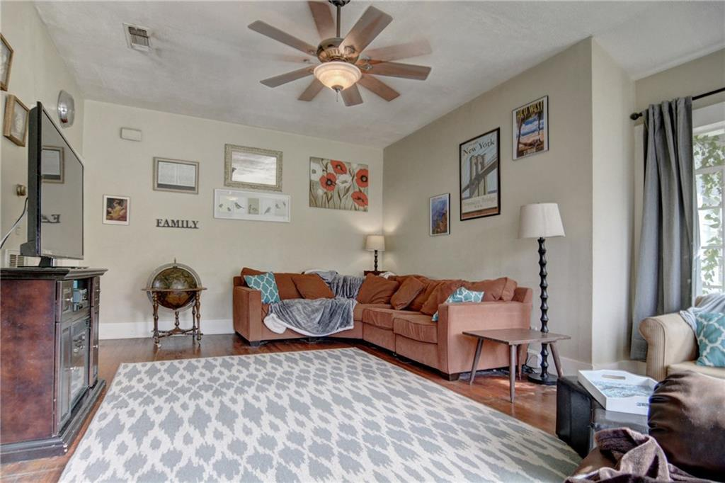 Home for sale La Grange, Fayette County for Sale, Historic Home for Sale, Built in 1929 | 360 N Jackson Street La Grange, TX 78945 6