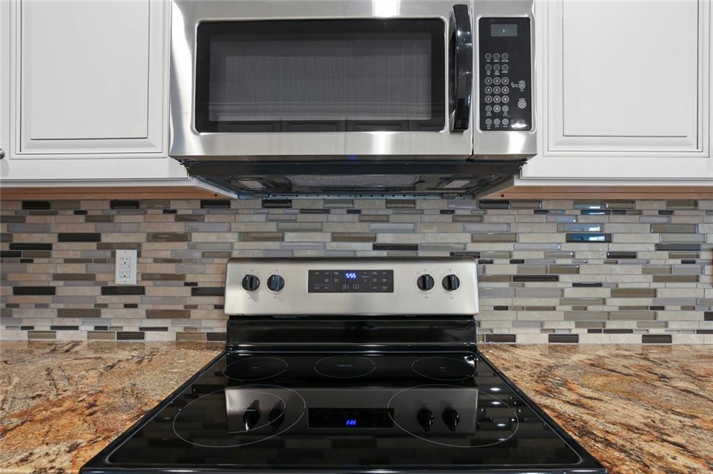 Sold Property | 217 Macarthur Boulevard Grand Prairie, Texas 75050 11