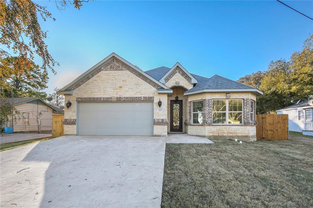 Sold Property | 217 Macarthur Boulevard Grand Prairie, Texas 75050 3