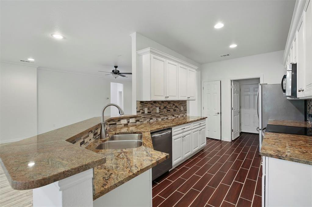 Sold Property | 217 Macarthur Boulevard Grand Prairie, Texas 75050 9