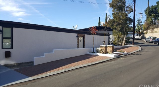 Closed | 3075 KNOB Drive Los Angeles, CA 90065 12