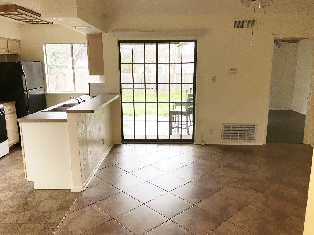 Leased | 5806 Emerald Forest Drive #A Austin, TX 78745 10