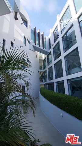 Active | 270 PALISADES BEACH Road #202 Santa Monica, CA 90402 6