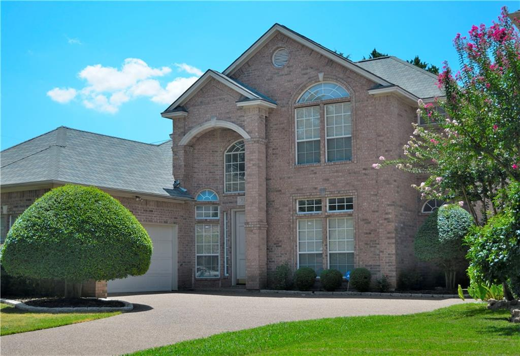 Housed Real Estate + Relocation  | 2122 Royal Dominion Court Arlington, Texas 76006 2