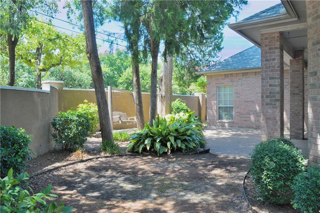 Housed Real Estate + Relocation  | 2122 Royal Dominion Court Arlington, Texas 76006 29