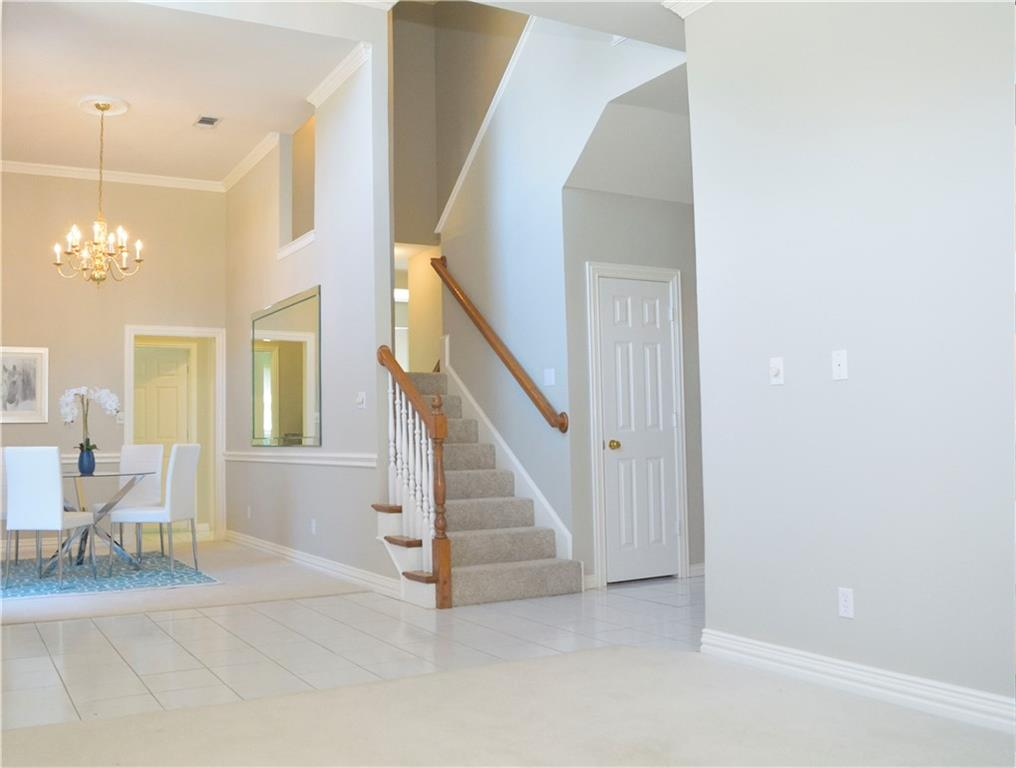 Housed Real Estate + Relocation  | 2122 Royal Dominion Court Arlington, Texas 76006 5