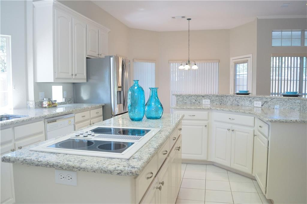Housed Real Estate + Relocation  | 2122 Royal Dominion Court Arlington, Texas 76006 10