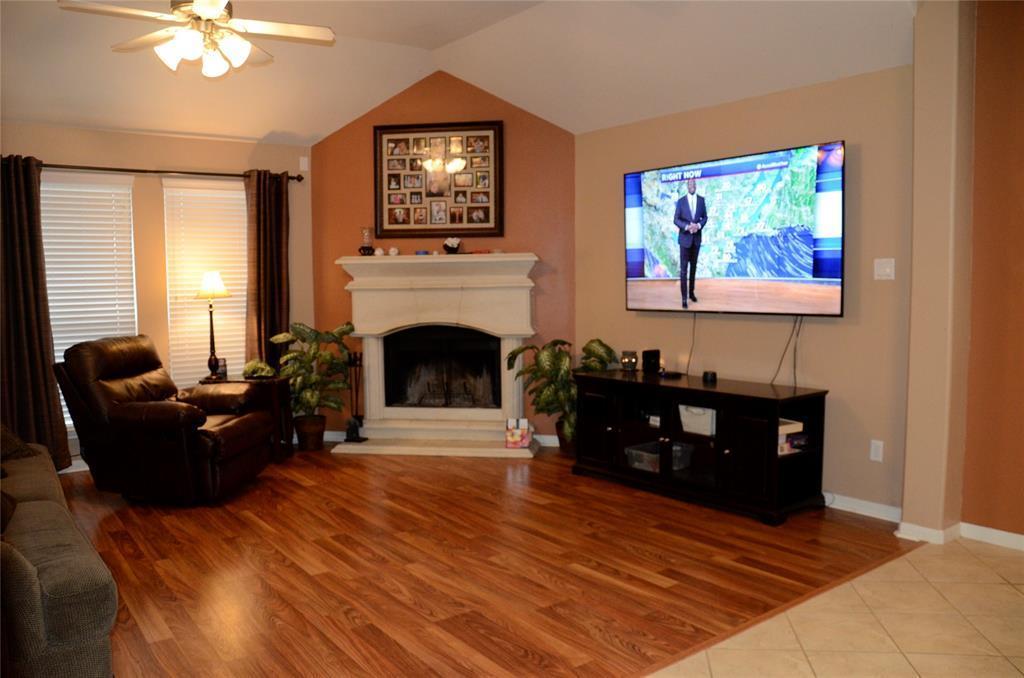 Pending | 13402 Raintree Drive Montgomery, Texas 77356 9
