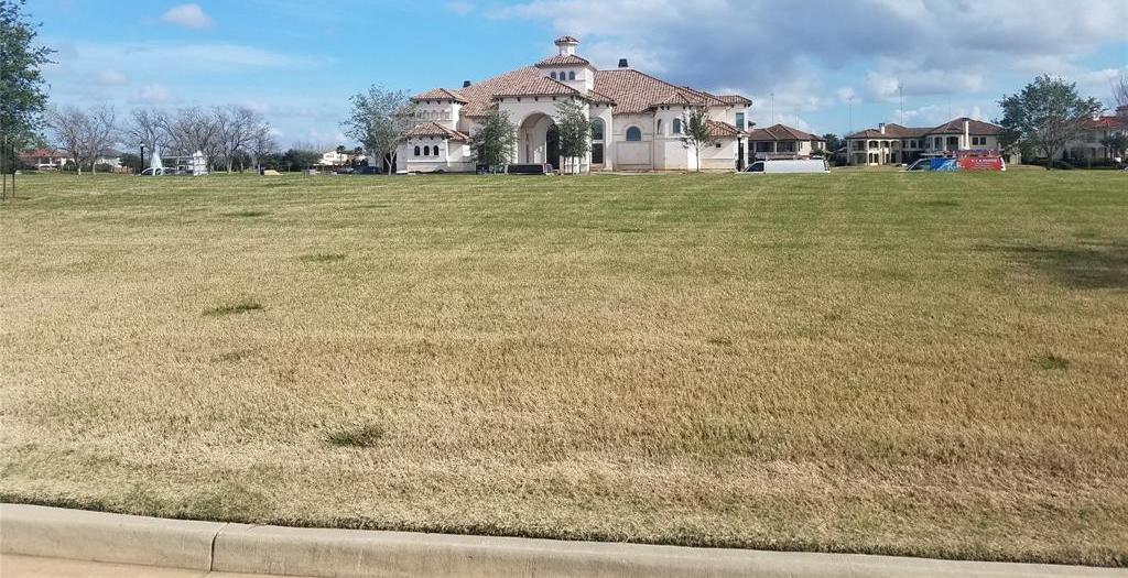 Active | 31 Riverstone Island Drive Sugar Land, TX 77479 4